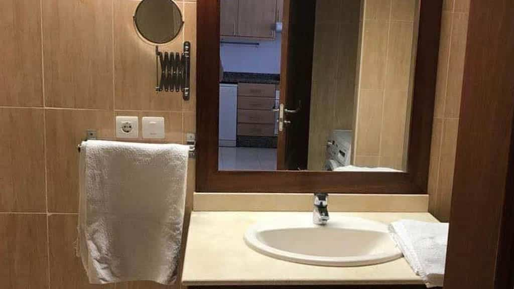 Private Standard Flat - Bathroom - Roque del Conde - Fitness Holidays for Travelling Athletes - Fitness Holiday