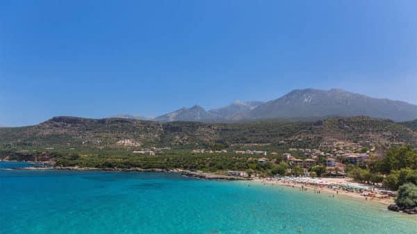 Peloponnes, Mani, Stoupa, Kalogria-Strand, Blick auf Taigeto-Gebirge mit Prophitis Ilias